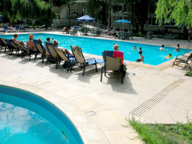 hotel cu piscina la mare