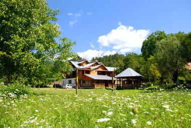 Pensiunea Serbanoiu Capateni - Ungureni