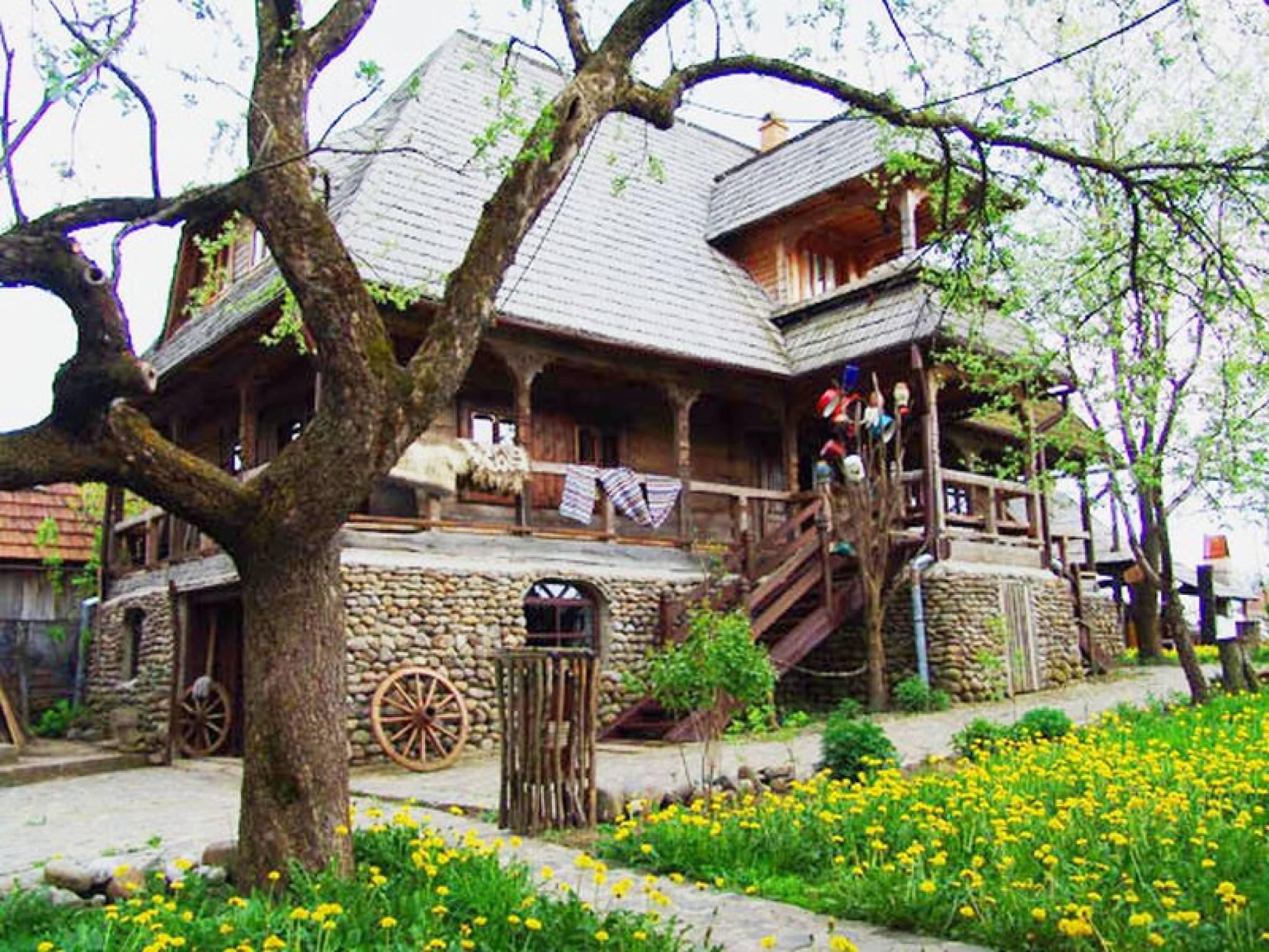 Foto 15 hoteluri si pensiuni frumoase din maramures - Houses maramures wood ...