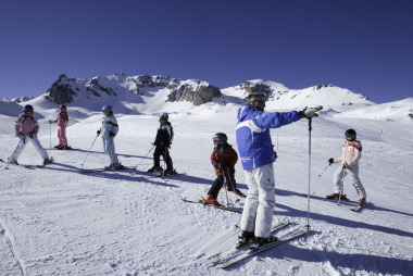 Cat ne costa lectiile de schi