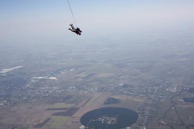 Experiente unice - saltul cu parasuta sau bungee jumping