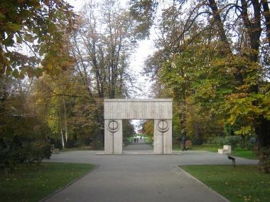 Targu - Jiu Poarta Sarutului (1 of 1)