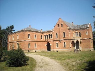 Castelul Rosu - Hemeius, Bacau