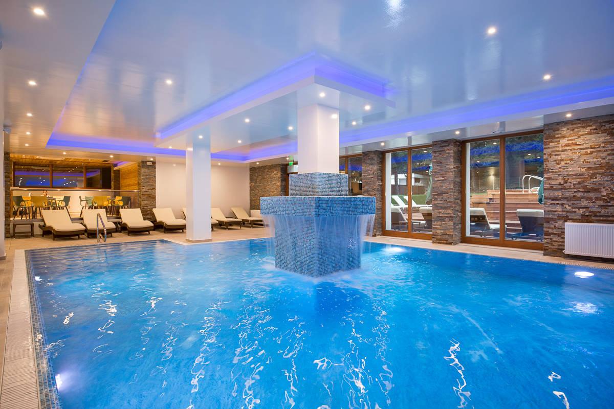Unde sa petreci revelionul in romania sugestii de cazare for Cazare cu piscina interioara valea prahovei