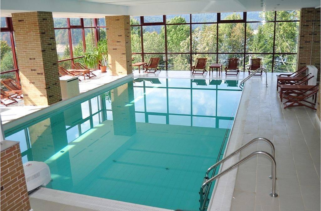Foto 84 unitati de cazare uimitoare in romania partea for Hotel cu piscina