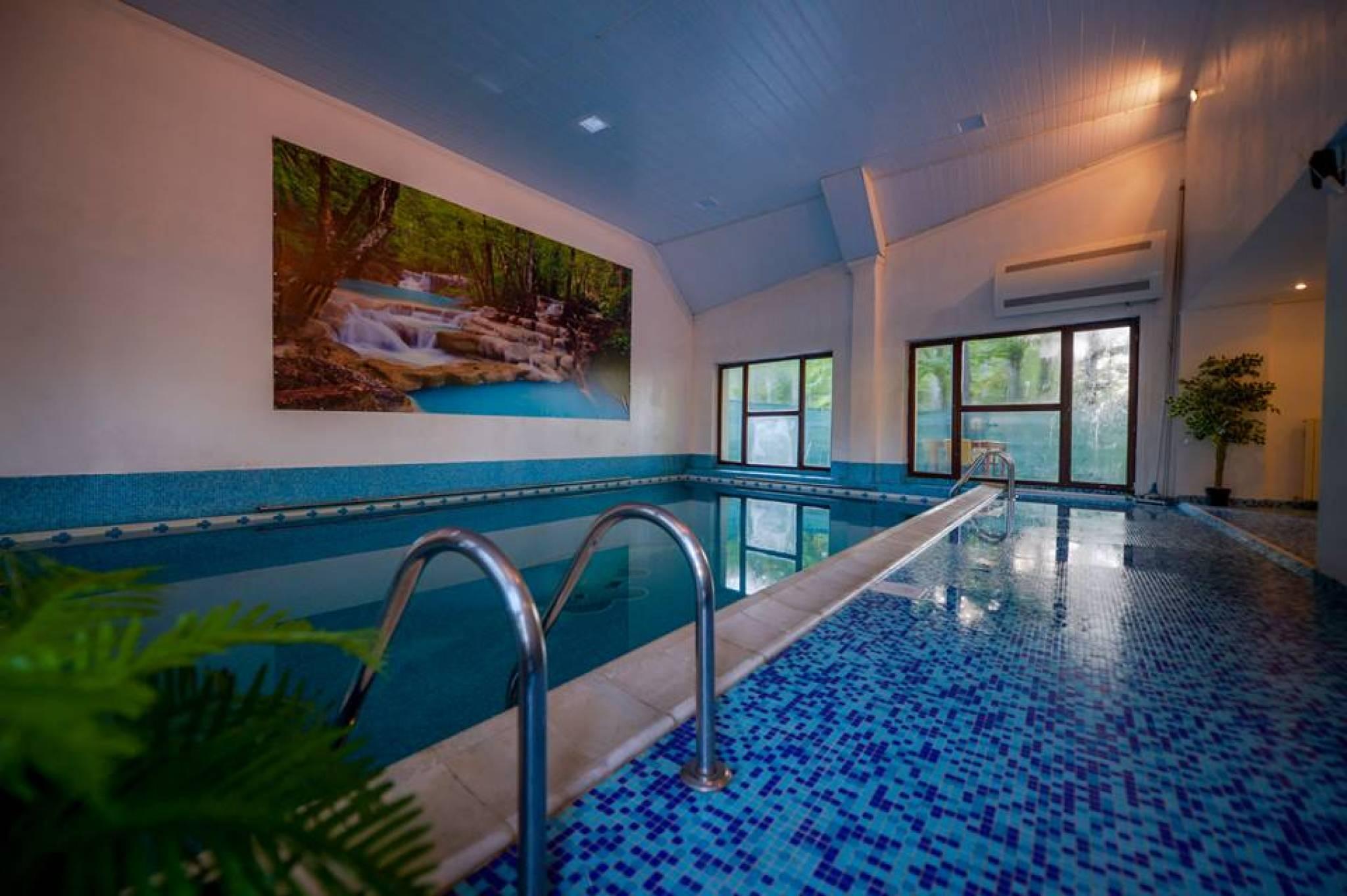 20 de hoteluri si pensiuni din romania ideale pentru for Cazare cu piscina interioara valea prahovei