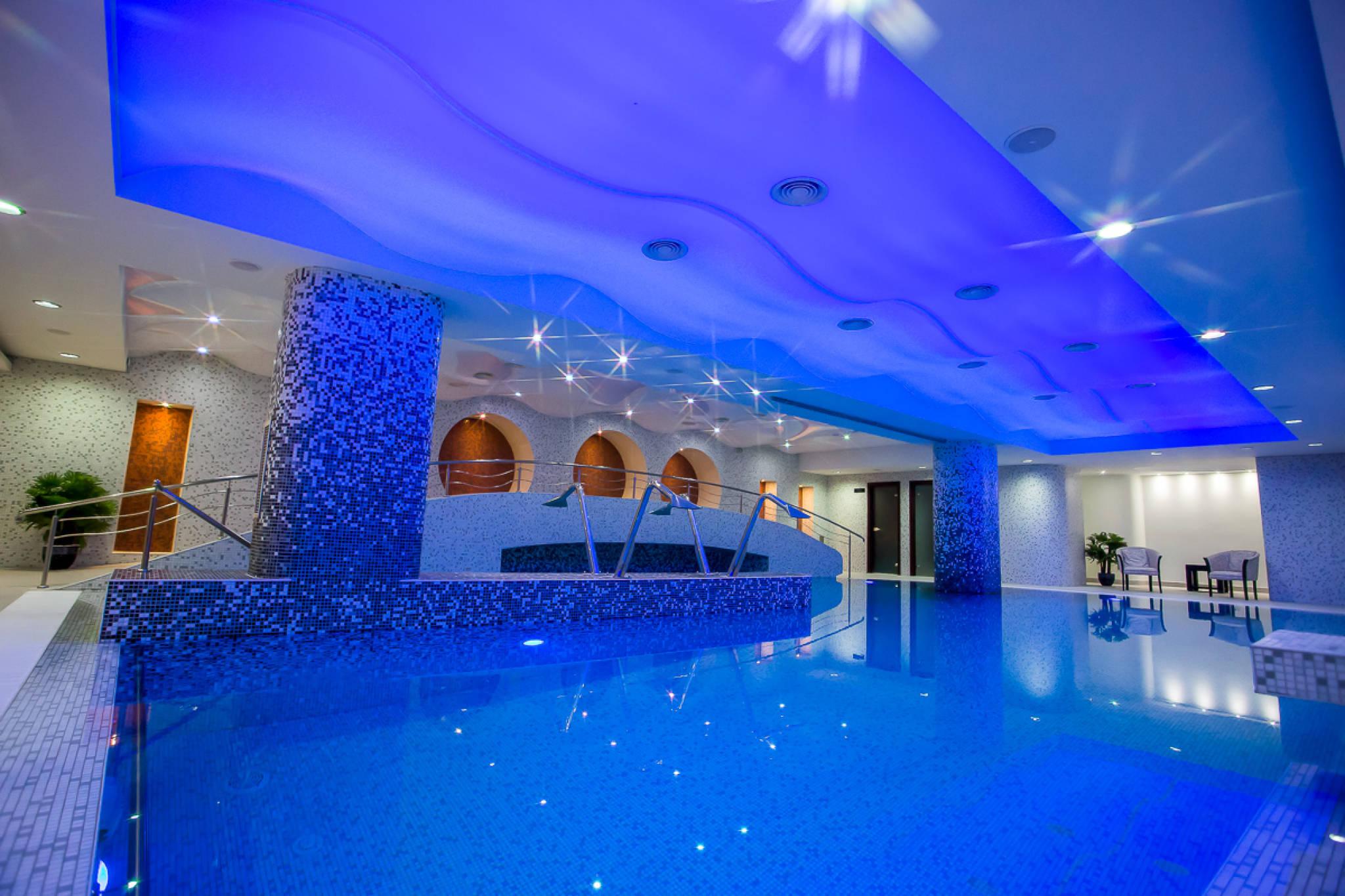 Top 10 hoteluri cu spa din romania blogul for Cazare cu piscina interioara valea prahovei