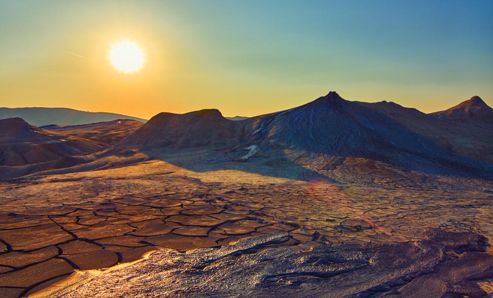 Imagini pentru vulcanii noroiosi