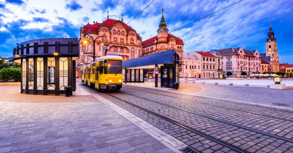 Tramvai în centrul Oradei